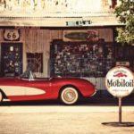 25683446-hackberry--3-augustus-hackberry-general-store-met-een-1957-rode-corvette-auto-vooraan-op-3-augustus-.jpg